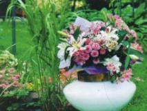 Необычные садовые вазы своими руками. Фото