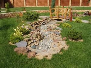 Что нужно для создания искусственного ручья в саду