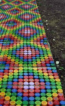 Как сделать садовую дорожку из крышек от пластиковых бутылок