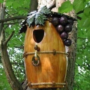 Сделать скворечники для птиц, – и  жизнь в саду кипит даже зимой