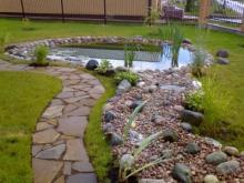 Природный камень на дачном участке: где купить и как использовать